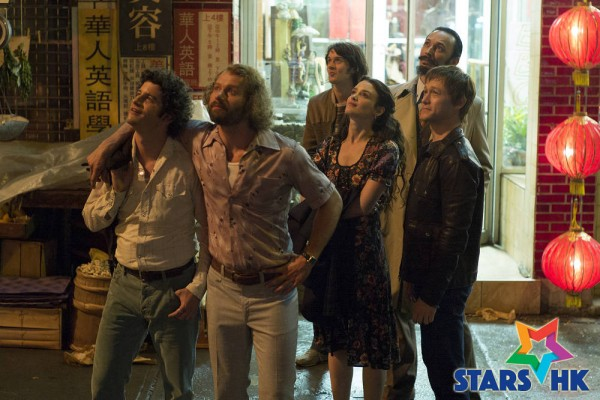 Jean-Louis (Clement Sibony), Jean-Pierre (James Badge Dale), Annie (Charlotte Le Bon), CŽsar Domboy, Barry Greenhouse (Steve Valentine) and Philippe Petit (Joseph Gordon-Levitt) gazing up at the twin towers in TriStar Pictures' THE WALK.