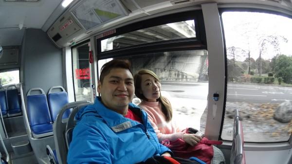 坐公車去彩虹村, 都沒什麼人坐 :p