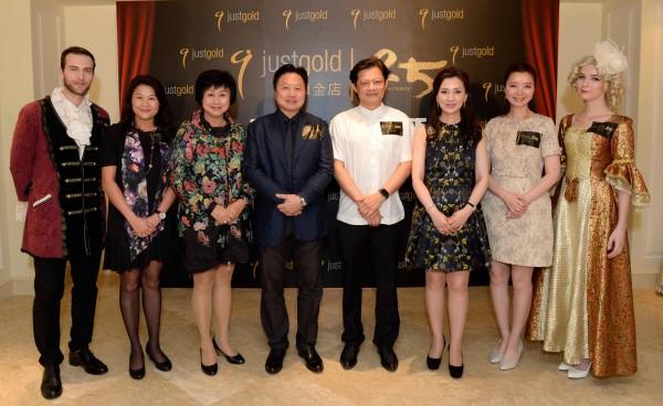 香港歌劇院藝術總監莫華倫先生與一眾Just Gold管理層大合照