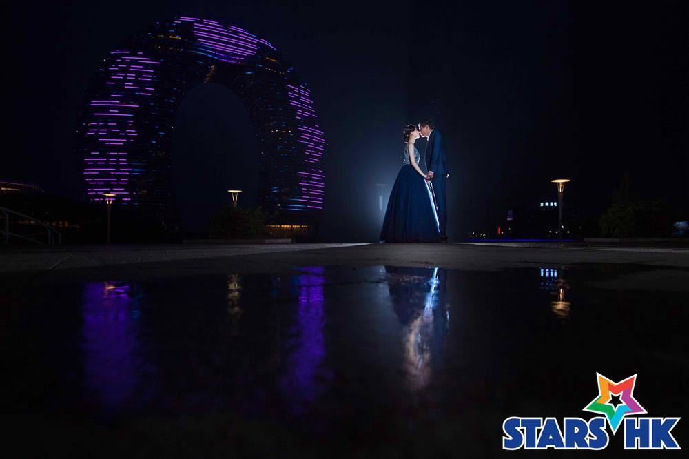 当晚月亮酒店也为范志毅&张梦瑾设计了专属灯光秀