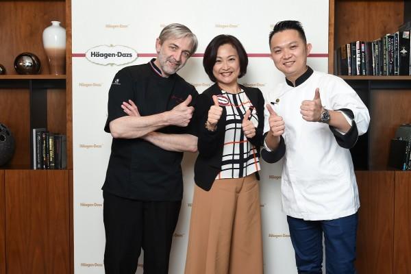 (由左至右) 甜品大師Jean-François Arnaud、General Mills香港暨台灣區總經理區秀文小姐、唯港薈糕餅總廚何維城師傅...